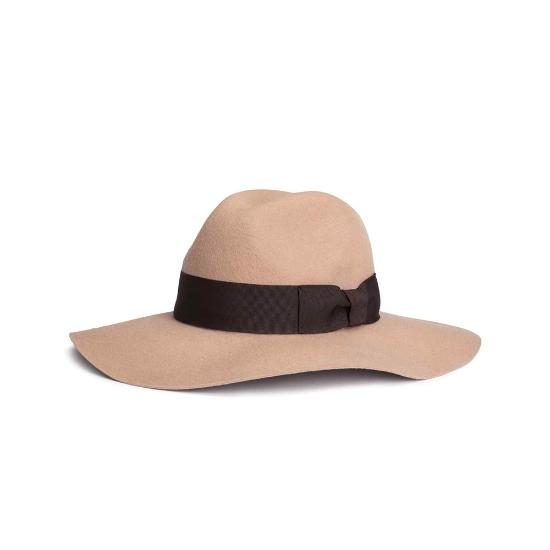 تصویر از کلاه مستقیم بافته شده